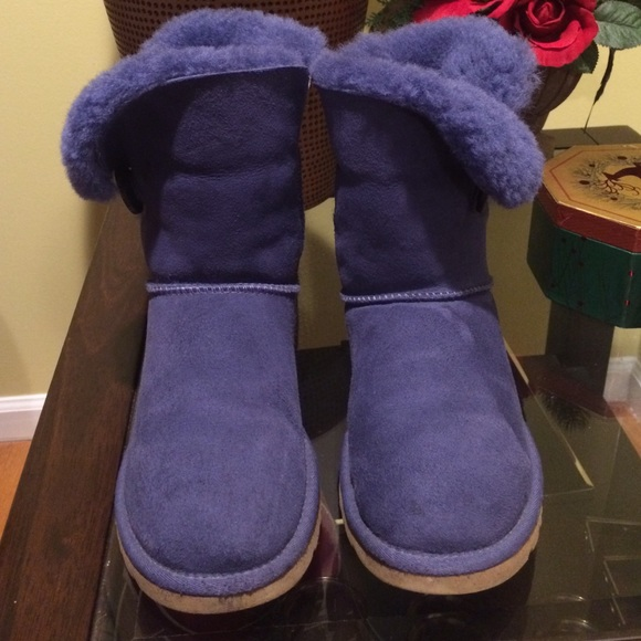 2ca8dcbec10 UGG - Bailey Button -Authentic -Great Cond. Size 6
