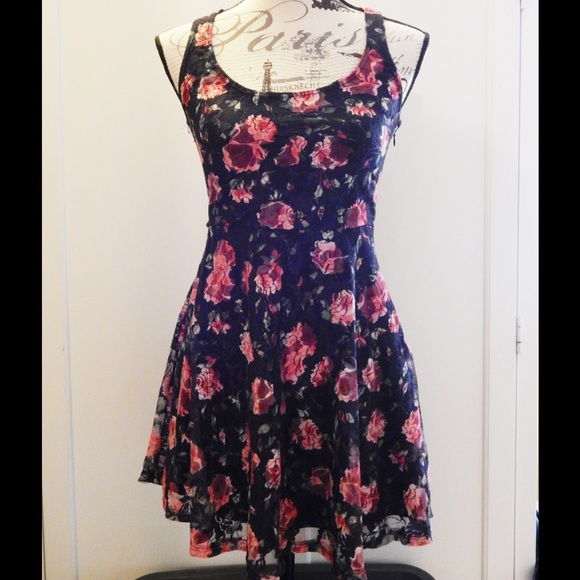 Wet Seal Dresses & Skirts - Wet Seal Floral Lace Dress Sz S