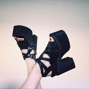 UNIF Julian Sandal Size 9