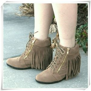 Forever Shoes - 👠🌷Fringe Sneaker Wedge in taupe.