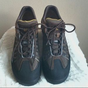 Caterpillar Other - Caterpillar steel toe shoes