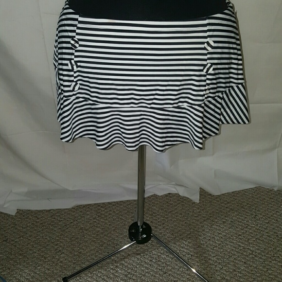 1bb9fe8bac232 TORRID BLACK WHITE SWIMSUIT BOTTOM SKATER SKIRT
