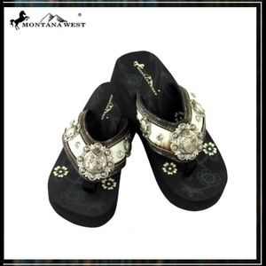 Montana West Shoes - Montana West Hair on Flip Flops size 7 White Black