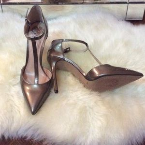 BRAND NEW ! 😳 Vince Camuto Pumps