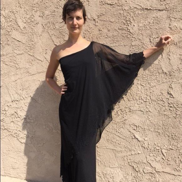 Dresses & Skirts - Stunning One-shoulder Dress