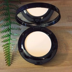 Laura Mercier #3 Powder