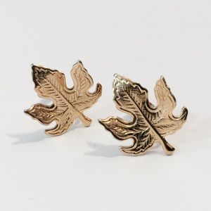 Vintage Jewelry - Vintage Small Gold Maple Leaf Clip On Earrings