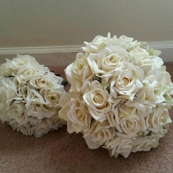 f48e1853cd9 White rose bridal wedding bouquet   toss bouquet. M 580a215ad14d7b52a4003705