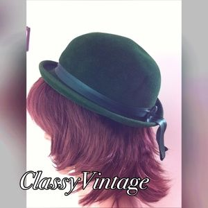 Saks Fifth Avenue Accessories - Vintage velvet green hat by Saks Fifth Ave