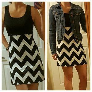 Dresses & Skirts - Black & White Chevron Mini Maxi Dress S-L