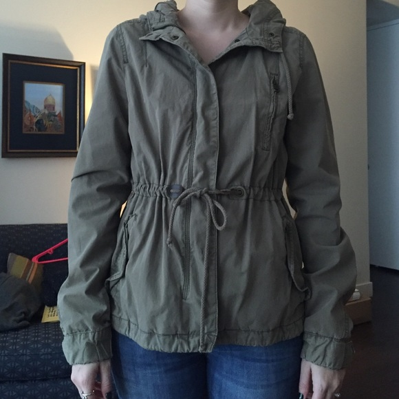 7a10bb2ed3f Divided by H&M army green hooded jacket