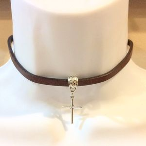 Jewelry - Cross leather choker