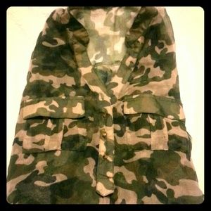 Tops - Sexy camo shirt with adjustable sleeves