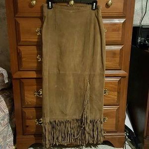 Leather skirt with fringe