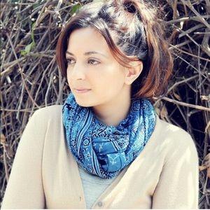 Blue/black desert scarf