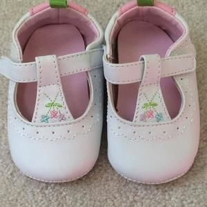 Other - Cute summer shoes in pink and white