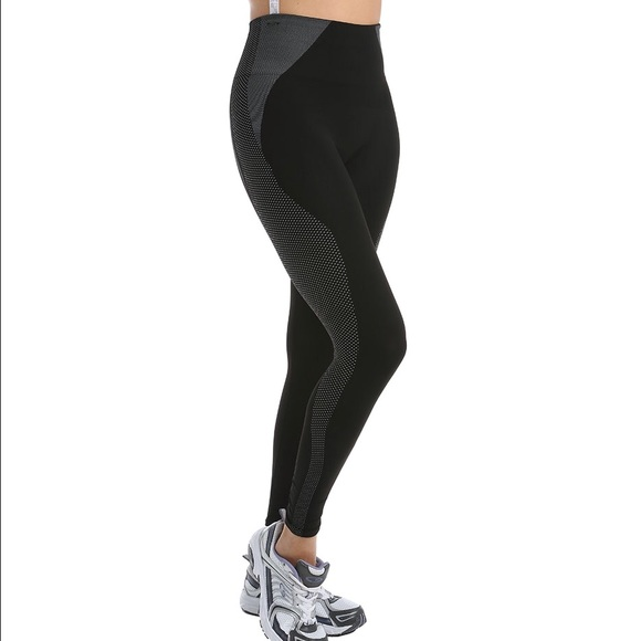 5b6400532affa2 SPANX Pants | Hot Cropped Athletic Seamless Leggings S | Poshmark