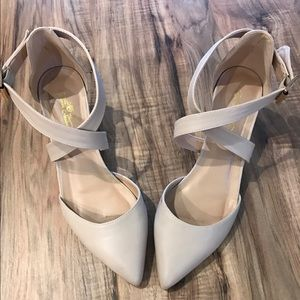 Journee Collection Shoes - Gorgeous Like New Journee Collection Nude Heels