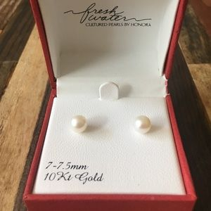 Genuine Freshwater Pearl Stud Earrings