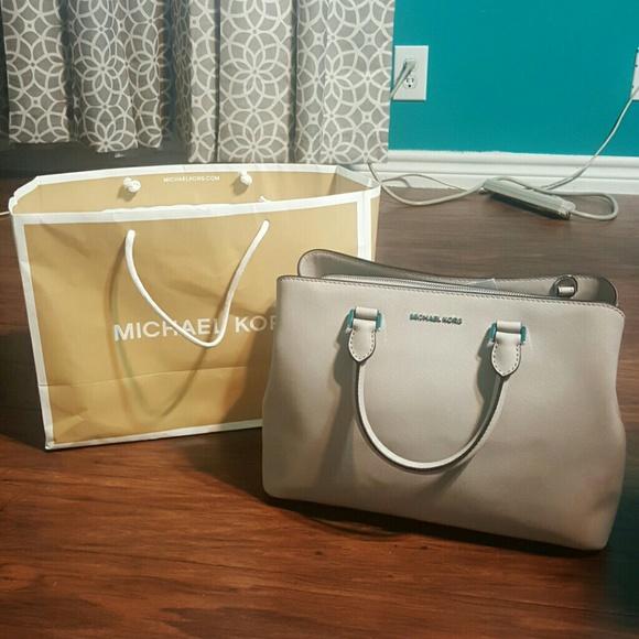 33c13b7cadf240 Michael Kors Bags | Mk Large Savannah Satchel Nwt | Poshmark