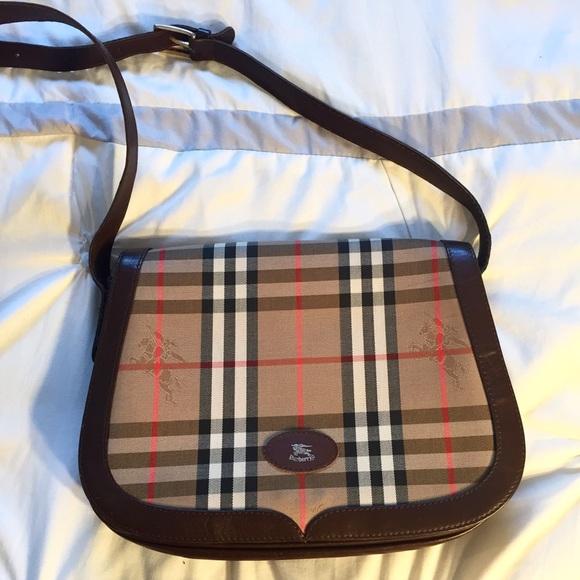 Burberry Handbags - Vintage Burberry shoulder bag ea8680e9f67a2
