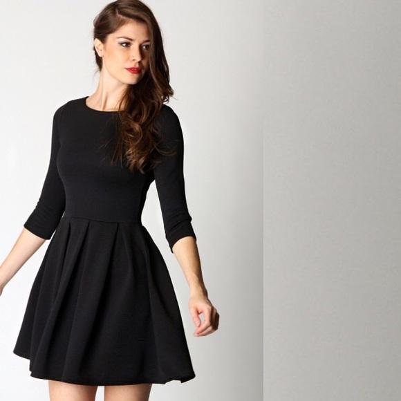 17f3ce3452ef Zara Basics Fit and Flare Skater Dress. M 580ba7f1c6c795e09800b9a6