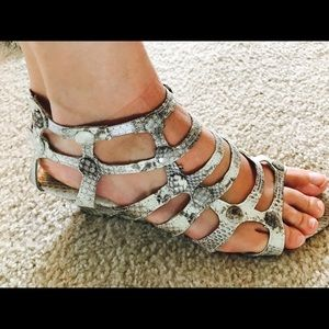 Cocobelle Shoes - NWT Cocobelle Authentic Snakeskin Shoes! Size 9