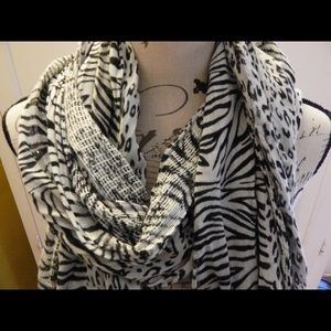 Wet Seal Accessories - Wet Seal Animal Print Black and White Scarf