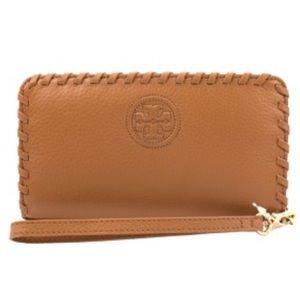 Tory Burch Handbags - 🆕Tory Burch Marion Smartphone Bifold Wristlet