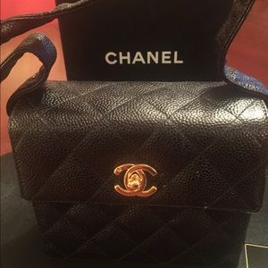 Authentic CHANEL caviar leather evening purse...