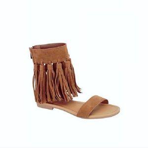 NWT. Tan suede fringe sandals
