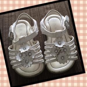 Other - White flower sandals