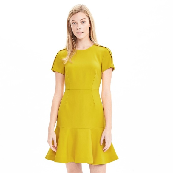Banana Republic Dresses - Banana Republic Short Sleeve Flounce Dress