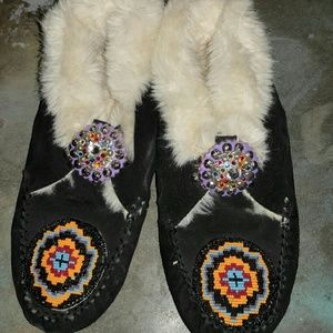 Shoes - Warm Indian style mocosans with concho