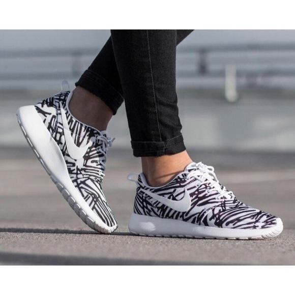 6e0d49fcf05 Women s Nike Roshe One Print Sneakers