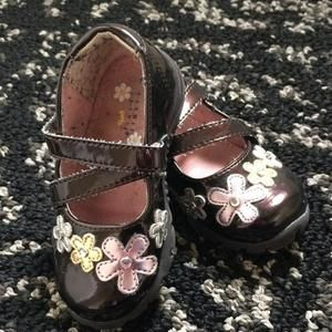 Other - Shiny brown shoes