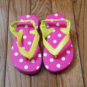 Other - Polka dot flip flops