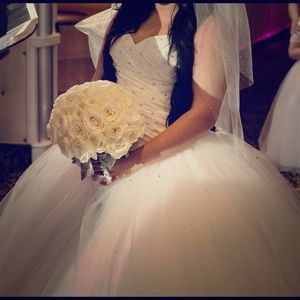 Vera Wang Dresses & Skirts - ✨Beautiful tulle gown