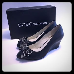 NEW BCBG wedge heels with cute bow detail 🎀