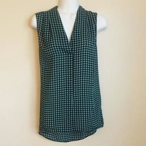 Laundry by Shelli Segal Tops - NWT! Laundry sleeveless top with teal, white and black design