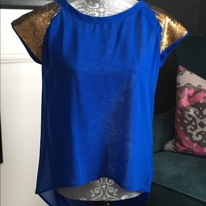 Tops - 🆕Electric blue w/gold sequin sleeve top