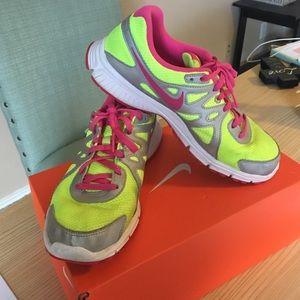 Revolution 2 Nikes
