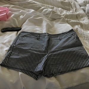 Black and white geocpattern shorts