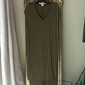 Tops - Trendy high low olive green tee tunic S/M