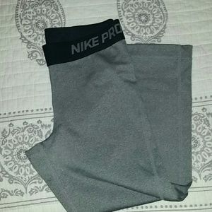 3Pommes Pants - Nike Pro Capri Workout Pants