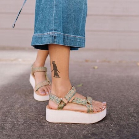 a944668cdf2 NWT Jhene AikoxTeva Universal Platform Sandals