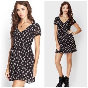 Forever 21 Dresses & Skirts - Floral button up dress with tie