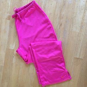 Nike Pants - Nike Sphere Dry Capri Pants