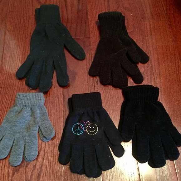Wholesale cozy hats, scarves, gloves – knit caps, knit ski bands, bandanas, children's hats, gloves & scarves sets, plush animal hats, faux fur hats with attached hand muffs, print scarves, fingerless fishnet gloves, touchscreen gloves & more!