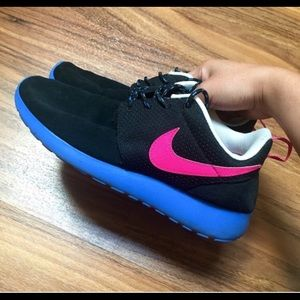 Nike roshes run  shoes!